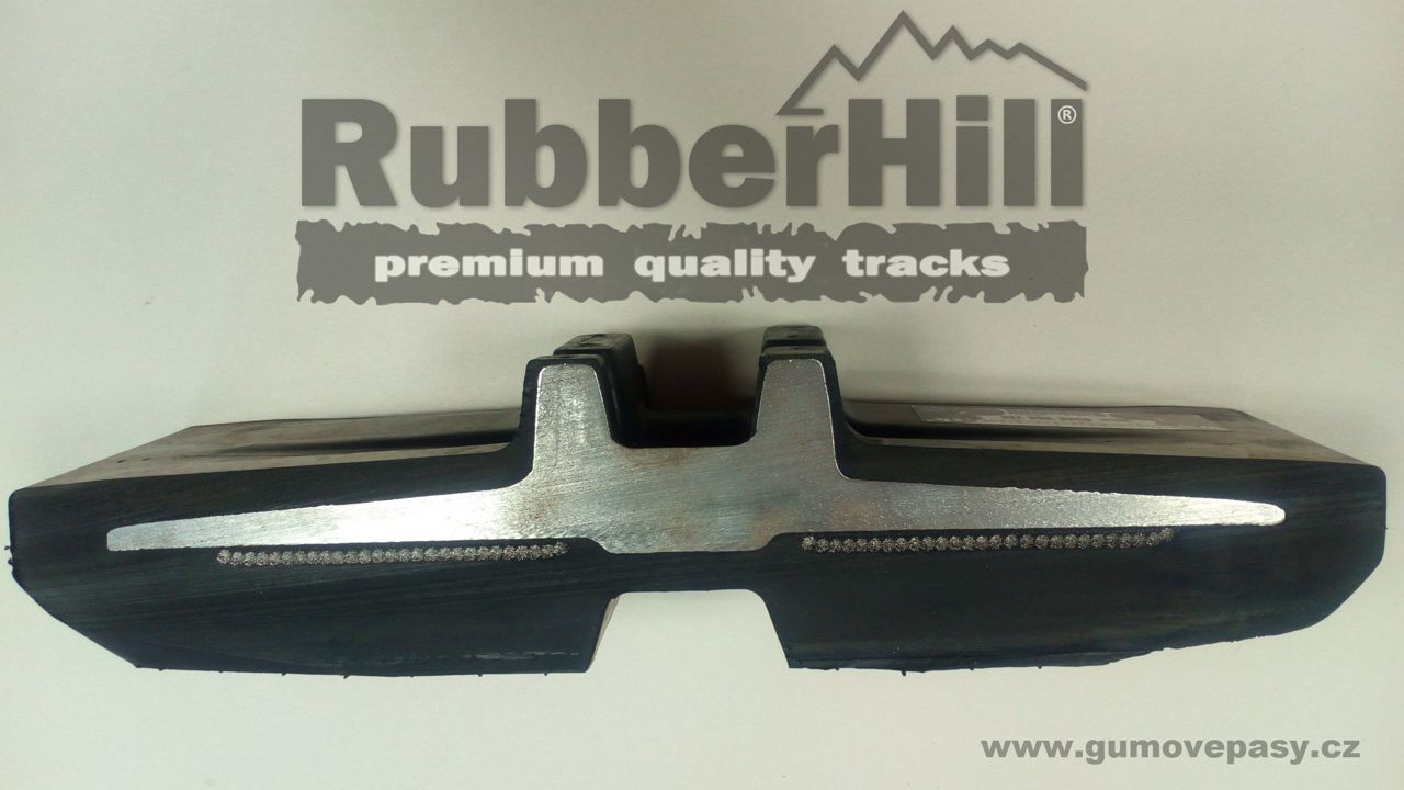 Rez gumového pásu na bagr RubberHill